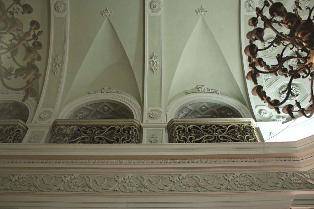 Urbino synagogue decor