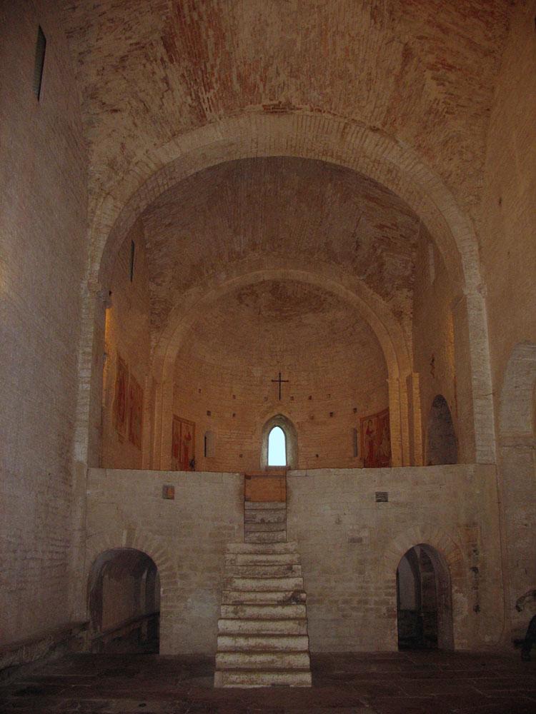 San-Vincenzo-al-Furlo-Altare