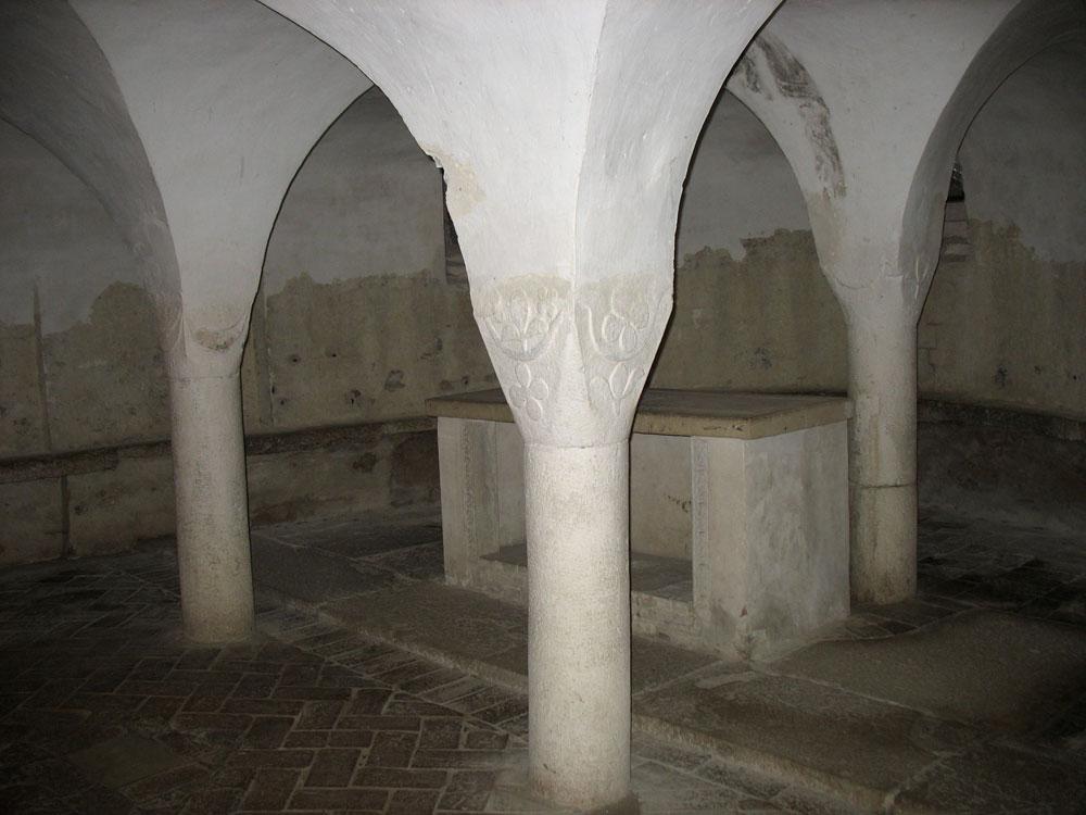 san-vincenzo-al-furlo-cripta