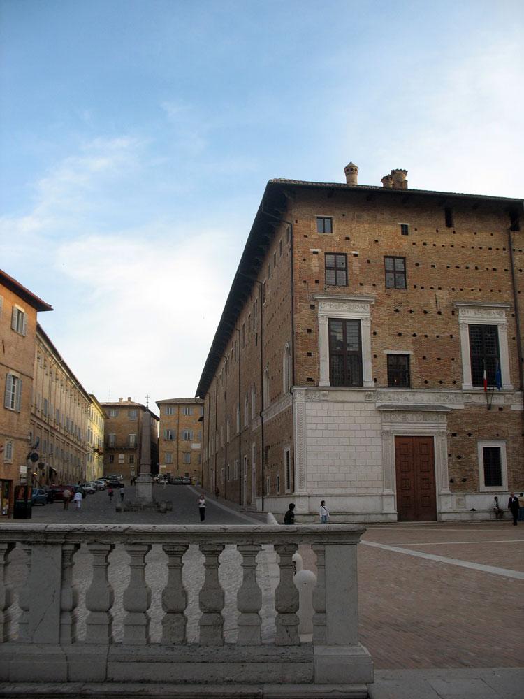 Piazza-Rinascimento-&-Duca-