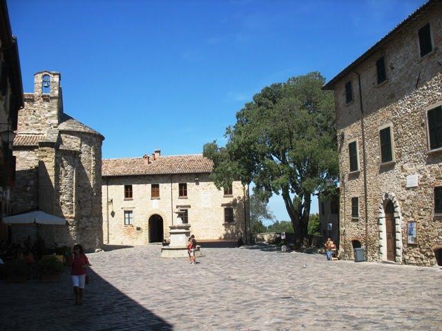 San Leo Piazza