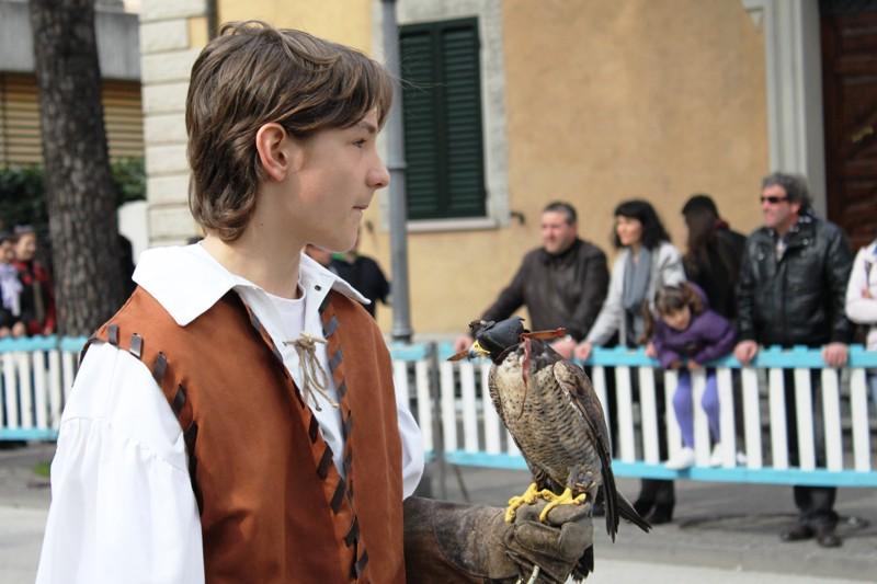 Giovane falconiere