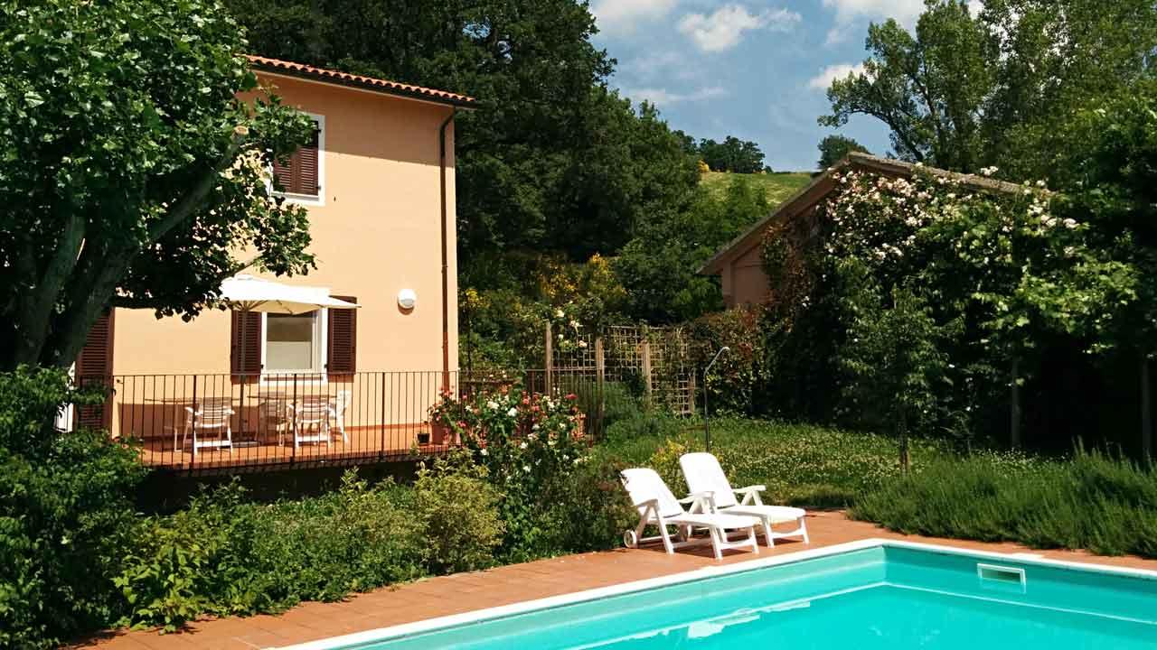 Agriturismo swimming pool Urbino Marche Italy