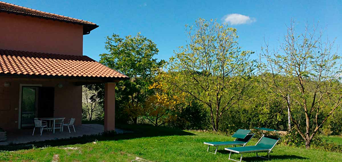 Porch garden Marche farm accommodation apartment Italy