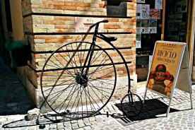 Palio del biciclo ottocentesco penny farthing high weel Marche Italy