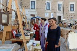 Palios reenactments festivals Marche Italy