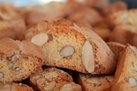 Cantucci biscotti homemade straccadenti agriturismo Marche