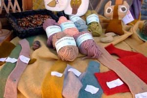 Natural dyes wool artisan textiles Marche Italy