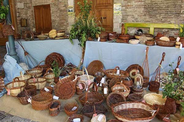 Artisans markets basket weaving Urbino Marche