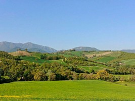 Outdoor lovers Marche accommodation Urbino hills